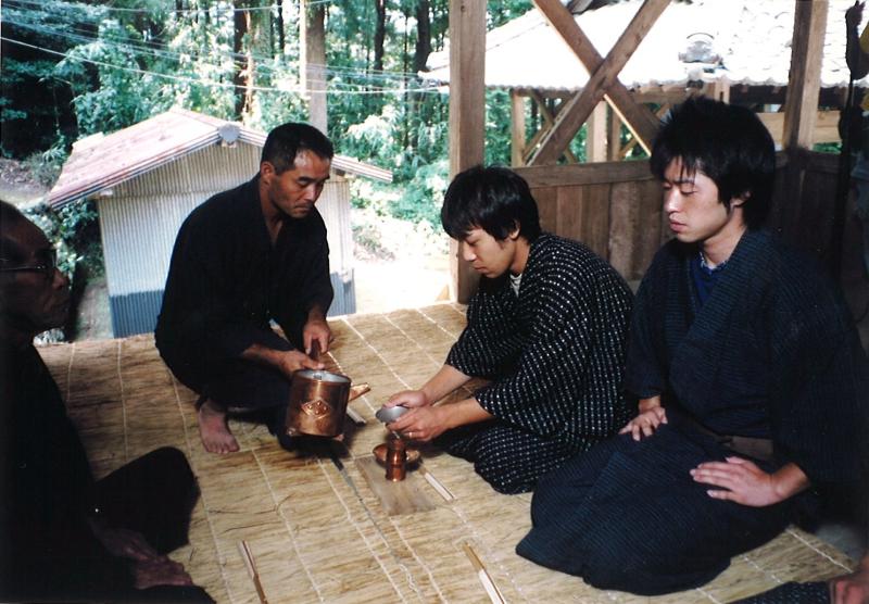 第四段落:神事舞の神主へのインタビューの場面(PC131682左中央か左下)