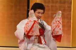 祭文「しまん長者」を披露する中村タケさん
