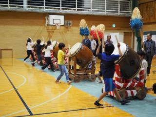 吐山の太鼓踊りの練習風景