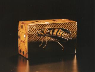 「王蜂蒔絵飾箱」